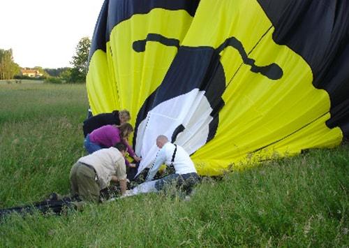 Préparation vol en montgolfière